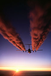 Airplane Picture - A C-141 Starlifter leaves a vapor trail over Antarctica