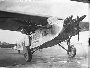 Warbird Picture - VH-UMH as New England Airways' City of Grafton