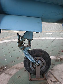Airplane Picture - The forward landing gear of the old Q-5
