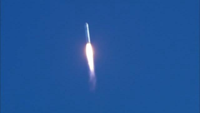 Airplane Picture - SpaceX Falcon 9 launch with COTS Demo Flight 1