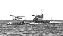 Aircraft Picture - The submarine HMS M2 launching its Parnall Peto floatplane.