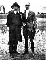 Aviation History - Eduardo Bradley - Eduardo Bradley next to Santos Dumont.