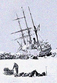 World War 1 Picture - The Stella Polare was trapped and threatened to sink. The crew were obliged to land with the utmost haste and to secure materials for building a dwelling.