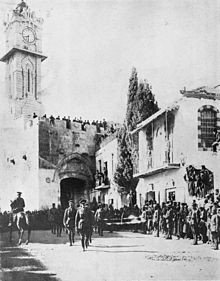 World War 1 Picture - The victorious General Allenby dismounted, enters Jerusalem on foot out of respect for the Holy City, December 11, 1917