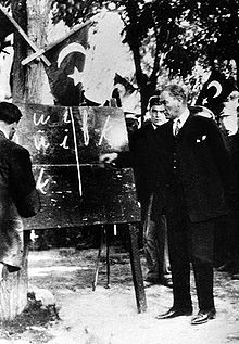 World War 1 Picture - President Gazi Mustafa Kemal introducing the new Turkish alphabet to the people of Kayseri (20 September 1928.)
