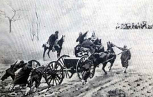 World War 1 Picture - Soldiers push an artillery piece up the mountain passes