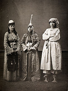World War 1 Picture - Three Damascene women; lady wearing qabqabs, a Druze, and a peasant, 1873