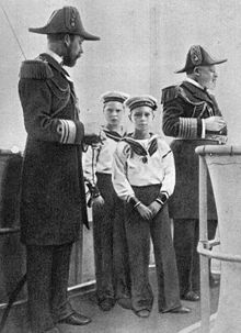 World War 1 Picture - Four kings: King Edward VII (far right), his son George, Prince of Wales, later George V (far left), and grandsons Edward, later Edward VIII (rear), and Albert, later George VI (foreground), c. 1908.