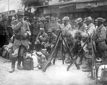 World War 1 Picture - French soldiers halting in Salonica. 1915