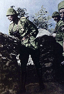World War 1 Picture - Mustafa Kemal in the trenches of Gallipoli with his soldiers, 1915.