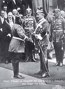 World War 1 Picture - Emperor Wilhelm in conversation with the victor of Lix�ge, General Otto von Emmich; in the background the generals Hans von Plessen (middle) and Moriz von Lyncker (right).