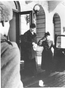 World War 1 Picture - Mannerheim leaves the President's Residence in Helsinki on 4 March 1946 after his short presidency.