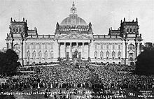 World War 1 Picture - Demonstration against the Treaty in front of the Reichstag building