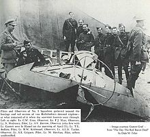 World War 1 Picture - Australian airmen with Richthofen's triplane, 425/17, after it was dismembered by souvenir hunters