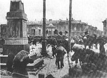 World War 1 Picture - The building of barricades in Petrograd during the offensive of General Yudenich