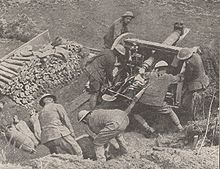 World War 1 Picture - 18 pounder gun crew in action during the advance near Athies