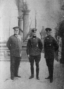 World War 1 Picture - Von Richthofen (centre) with Hermann Thomsen (German Air Service Chief of Staff, shown on the left) and Ernst von Hoeppner (Commanding General of the Air Service, shown on the right) at the Imperial Headquarters at Bad Kreuznach.