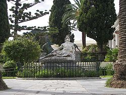 World War 1 Picture - Statue of Achillex�s Thnēskōn (Achilles Dying) in the gardens of the Achilleion.