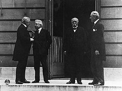 World War 1 Picture - Orlando (2nd from left) at the World War I peace negotiations in Versailles with David Lloyd George, Georges Clemenceau and Woodrow Wilson (from left)
