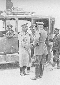 World War 1 Picture - Hermann von Francois, (with his back to the camera) is greeting the Russian General Klujew, who has been taken prisoner by Francois' troops