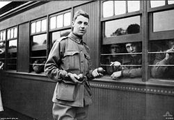 World War 1 Picture - Gunner Thomas Baker about to board a train from South Australia to Victoria for further military training