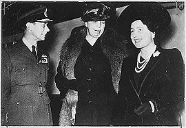 World War 1 Picture - Eleanor Roosevelt (centre), King George VI and Queen Elizabeth in London, 23 October 1942