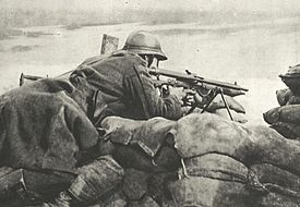 World War 1 Picture - A Belgian machinegunner on the front lines in 1918