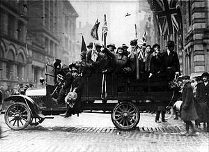 World War 1 Picture - Armistice Day Celebrations in Toronto, Canada in 1918
