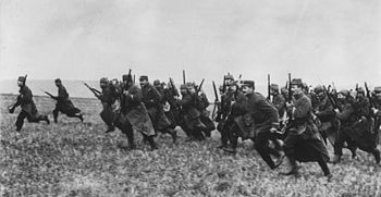 World War 1 Picture - French infantrymen charging. 1914.