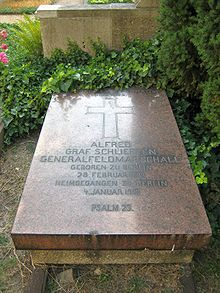 World War 1 Picture - Grave at the Invalidenfriedhof Cemetery, Berlin