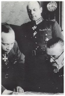 World War 1 Picture - Aksel Airo (left), with C.G.E. Mannerheim (right) and Erik Heinrichs