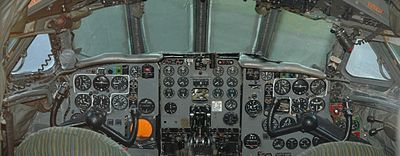 Airplane Picture - DeHavilland Comet 4C cockpit