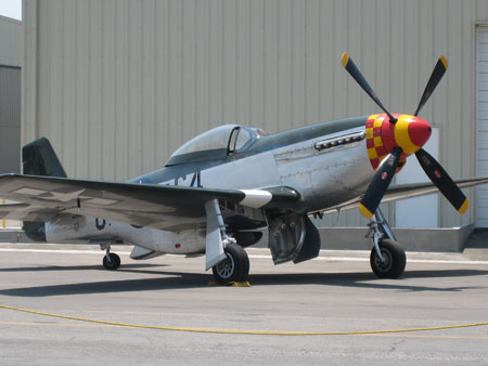 Airplane Pictures - Living Warbirds: P51D Mustang Wee Willy
