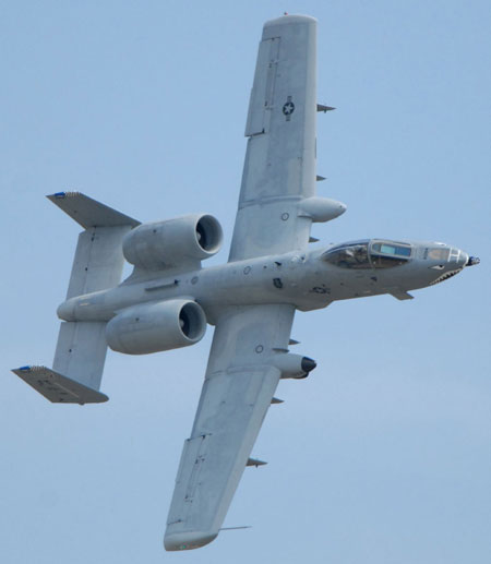 Airplane Pictures - Living Warbirds: Fairchild-Republic A-10 Thunderbolt II Warthog