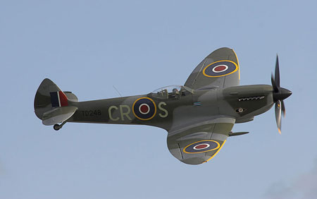 Airplane Pictures - Living Warbirds: Supermarine Spitfire