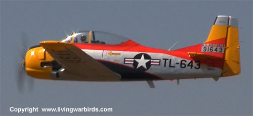 Airplane Pictures - North American Aviation T-28 Trojan - Warbirds - World War II airplanes - free warbirds videos - download Living Warbirds DVD