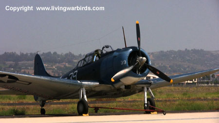 Airplane Pictures - Living Warbirds: SBD-5 Dauntless